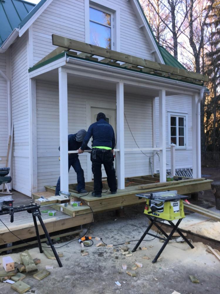 Bygga dubbel balkong med räcke